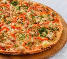 Пицца с куриным филе и ананасом - Фото