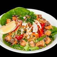 Салат с лососем терияки Фото