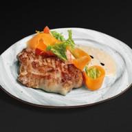 Свинина-гриль с сливочно-перечным соусом Фото