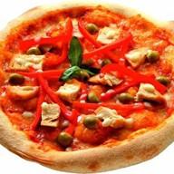Пицца с курицей и паприкой Фото