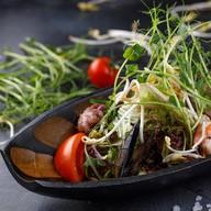 Азиатский салат с морепродуктами Фото