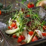 Салат с угрем и авокадо Фото