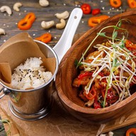 Курица wok с кешью Фото