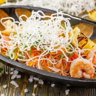 Пхукетский салат с морепродуктами Фото