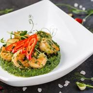 Креветки в чесночном соусе со шпинатом Фото