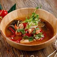 Суп с куриным филе и креветками Фото