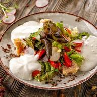 Салат с креветками с пряным карри Фото