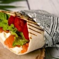 Буррито с копченым лососем Фото