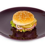 Чизбургер с мясом цыпленка Фото
