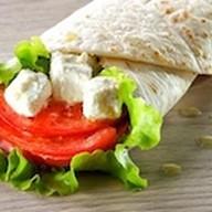 Тортилья гриль с сыром и томатами Фото
