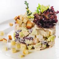 Салат с куриной грудкой сыром и фасолью Фото