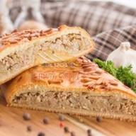 Пирог со свежей капустой и мясным фаршем Фото