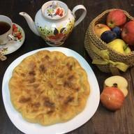 Пирог с вишней и яблоком Фото