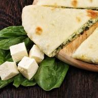 Пирог с сыром, шпинатом и зеленью Фото
