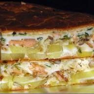Пирог с тунцом, картофелем и луком Фото
