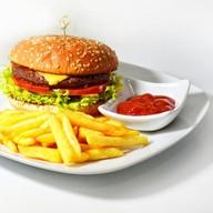 Бургер с говядиной и овощами Фото