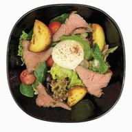 Салат с ростбифом,картофелем,яйцом-пашот Фото