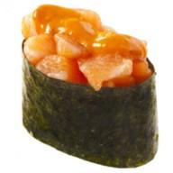 Суши острые с копченым лососем Фото