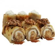 Сладкий ролл с грецким орехом Фото