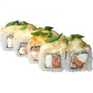 Ролл запеченный с лососем и гриба Фото