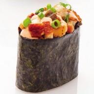 Суши с куриным филе, угрем и икро Фото