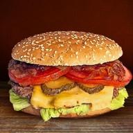 Шеф бургер с соусом барбекю Фото
