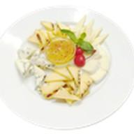 Ассорти благородных сыров Фото