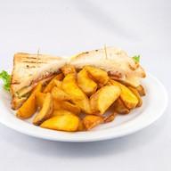 Сендвич с сёмгой и картошкой Фото