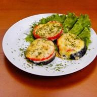 Баклажаны с помидорами и сыром Фото