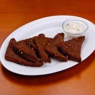 Чесночные гренки из ржаного хлеба Фото