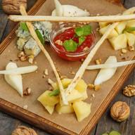 Ассорти из кавказких сыров Фото