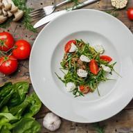 Салат из говядины с рукколой Фото