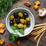 Маслины и оливки с косточкой Фото