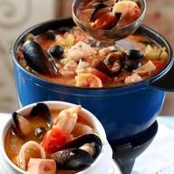 Суп из морской рыбы и морепродуктов Фото