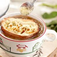 Луковый суп с запеченной гренкой Фото