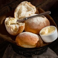 Итальянский хлеб со сливочным маслом Фото