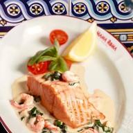 Филе лосося с креветками в соусе Фото