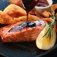 Филе лосося в глазури из меда,бальзамика Фото