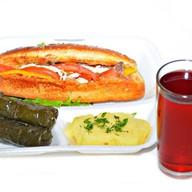 Комплекс ланч с салатом и долмой Фото