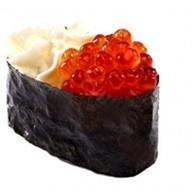 Гункан сыр и икра лосося Фото