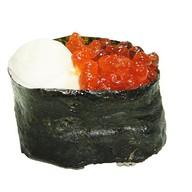 Гункан с сыром и икрой лосося Фото