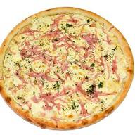 Сырная пицца с ветчиной Фото