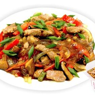 Рисовая лапша с овощами и курицей Фото