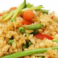 Азиатский рис с карри и овощами Фото