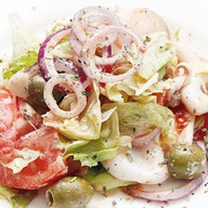 Салат из жареных мини-кальмаров Фото