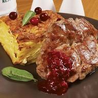 Кроковичка с брусничным соусом Фото