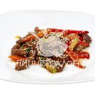 Острая говядина с овощами Фото
