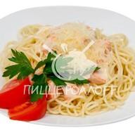 Спагетти с копченым лососем Фото