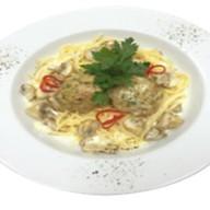 Спагетти с фрикадельками из цыпленка Фото
