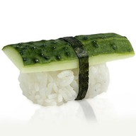 Суши с огурцом Фото